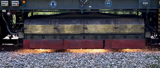 Grains for Bonded Abrasives Track Grinding | Saint-Gobain Abrasive Materials